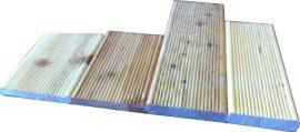 Teraszburkoló mikrobordázott borovi 22 X 146 x 4000 4,672m2/csg (Va X Szé X Ho)
